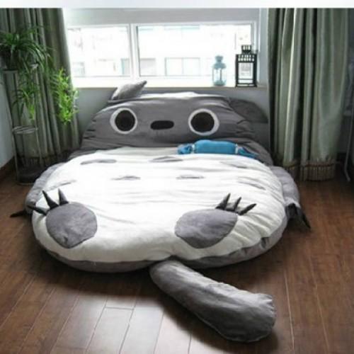 小朋友飛撲上‧巨型卡通床