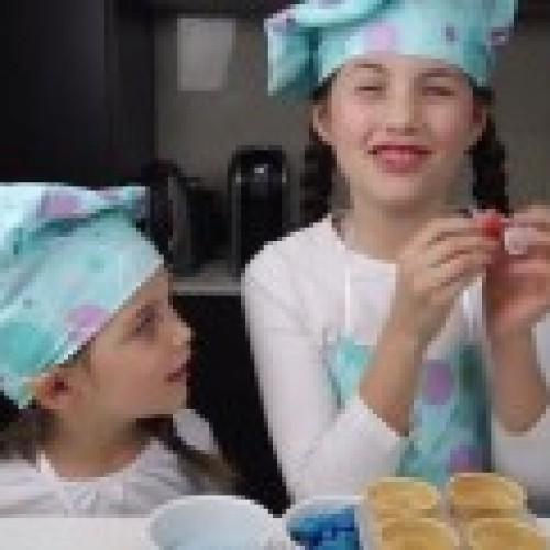 8歲女社交網教烹飪‧月賺百萬