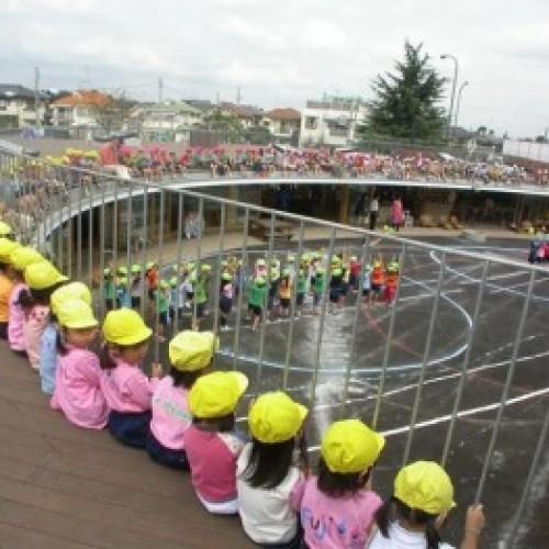 日本「大圓形」幼稚園‧小朋友爭住入