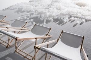 """美國「國家博物館」‧變身萬呎「波波池」,一排排白色沙灘椅同太陽傘連成""""海岸線"""""""
