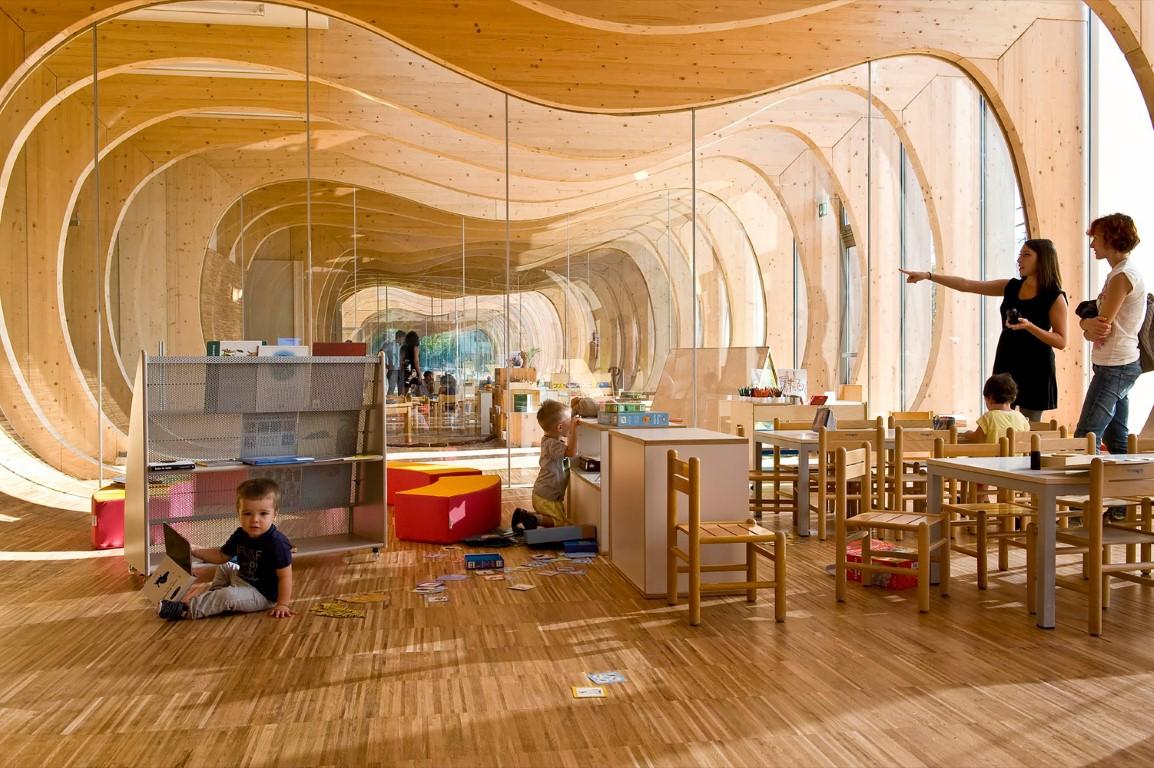 幼儿园毛线球吊饰教室布置