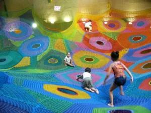 「繩網」遊樂場 五彩繽紛的繩網 齊齊來彈下彈下