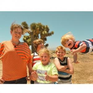 唐氏綜合症孩子‧飛得高飛得快樂, 攝影師爸爸,藉這輯「孩子飛起」的照片,鼓勵兒子