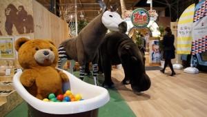日本「Picnic Cafe WANGAN-ZooAdventure」動物夾道歡迎你