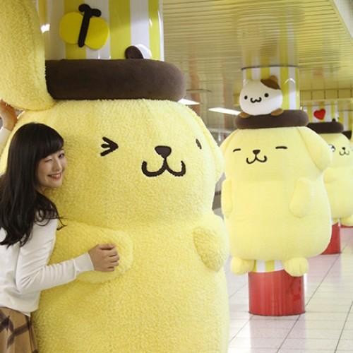 日本新宿站.擁抱巨型「布甸狗」.一周限定