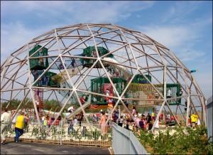 位於英國BRISTOL的遊樂場,樹立一個直徑達25米的巨大圓穹型Playdome