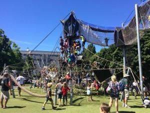 西雅圖遊樂場.小朋友瘋狂玩10米高「攀爬塔」