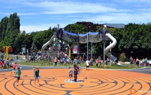 西雅圖的「Artists-at-Play」遊樂場 地板迷宮