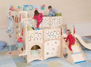 美國Playbed.小朋友玩「床上」遊樂場