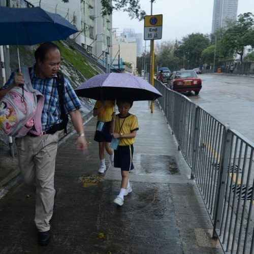 教育局:5點半發紅黑雨警告即停課