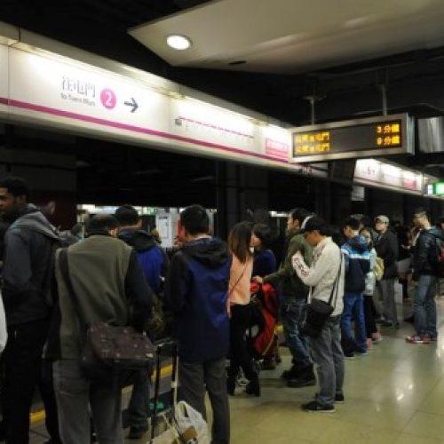 網傳港鐵紅磡、尖東站驚現「拐子婆」