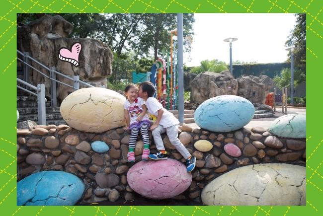 小朋友玩得興奮:恐龍遊樂場
