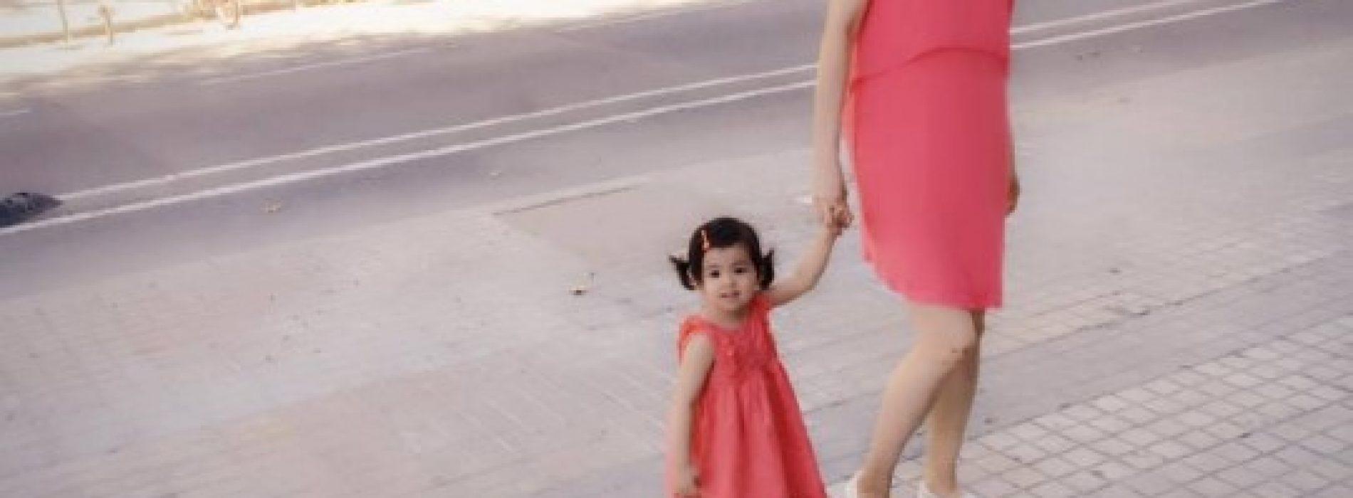 同囡囡Sofia齊穿粉紅母女裝  甜蜜遊台北