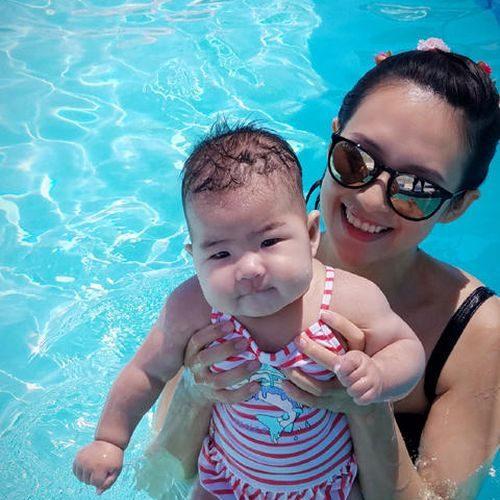 七個月大了!章子怡帶醒醒暢泳