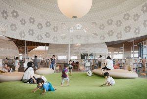 日本「森林」圖書館.巨型「樹頭」超「吸光」
