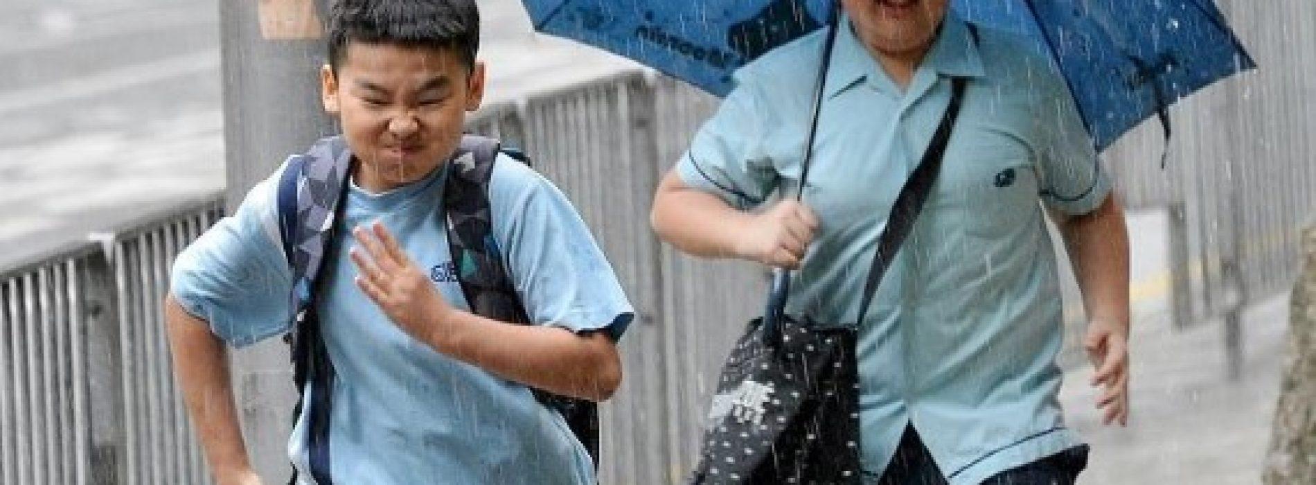 開學日起一連6日落雨 學生哥返學記得帶遮