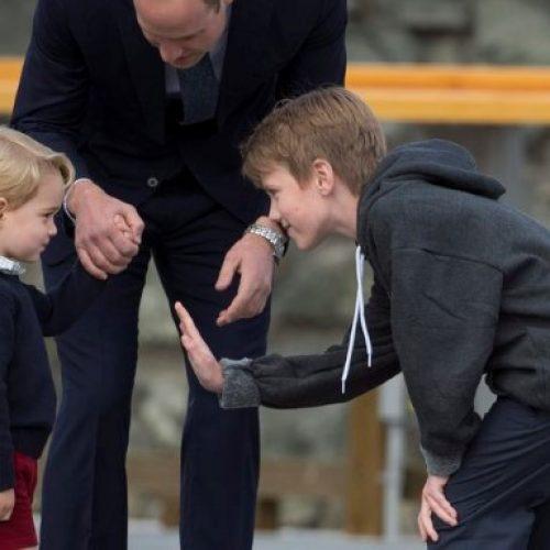 喬治小王子熱情揮手 擊掌再請人「食檸檬」