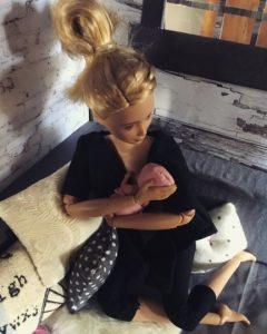 Barbie都撐母乳‧示範作