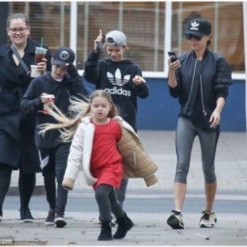 5歲哈七妹妹出街玩 狂著Chloe