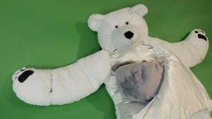 """北極熊睡袋‧唔怕小朋友""""走被"""" 天氣真係開始凍啦~,尤求是一早一晚~~唔想小朋友""""冷襯"""",除了返學/出街做好保暖措施外,夜晚瞓覺都要小心"""" """"走被""""。以下呢件北極熊睡袋,搞笑之餘又溫暖,任小朋友點瞓點碌都包無""""走被"""",好正haha!!!價錢及售賣點:https://goo.gl/N3TfDW 圖:/amazon.com/dealwinwin.com/ #兒童睡袋 #北極熊 #冬天保暖"""