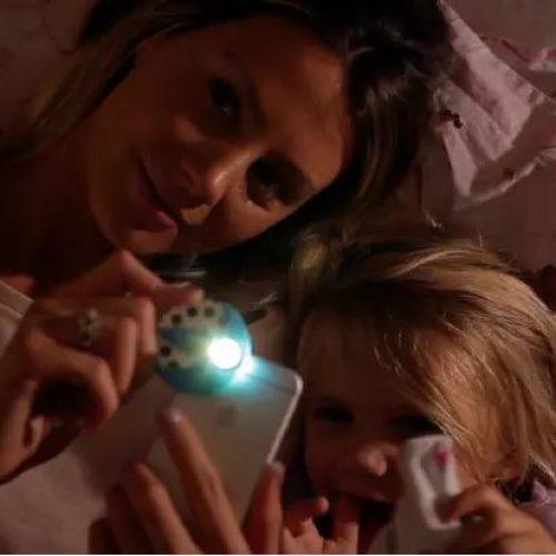 「手機」變睡前故事「投影機」‧ 孩子超buy