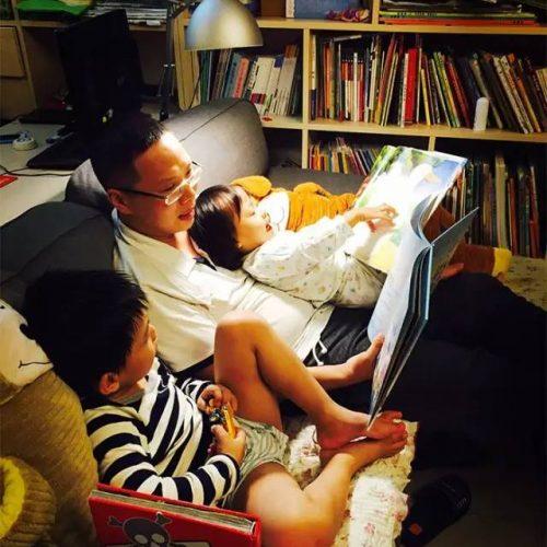 聰明媽媽把客廳變成書房,令孩子愛閱讀不愛看電視