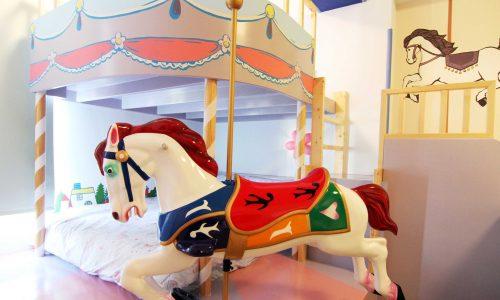 親子民宿主題房.玩巨型lego、旋轉木馬、公主cosplay